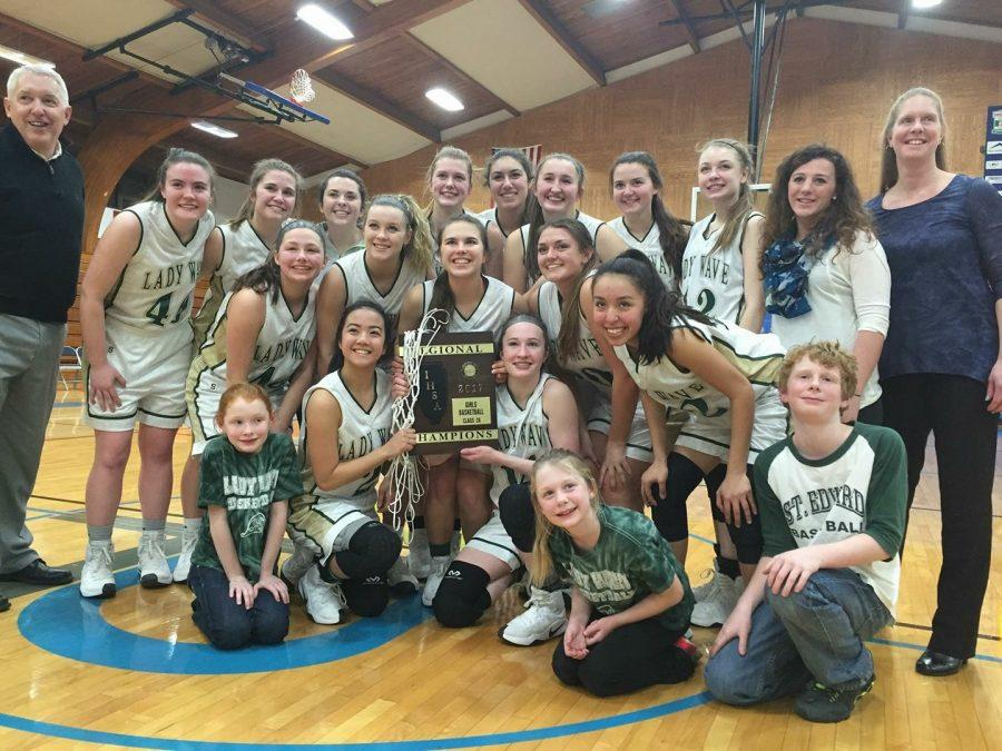 St.+Edward+accepts+the+Regional+Championship+plaque