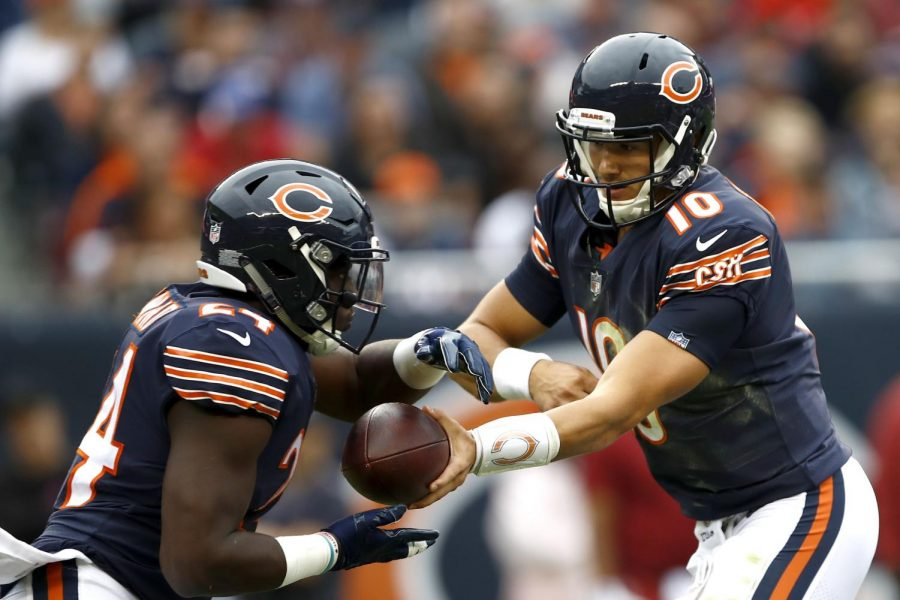 Bears+QB+Mitchell+Trubsiky+hands+the+ball+off+to+RB+Jordan+Howard