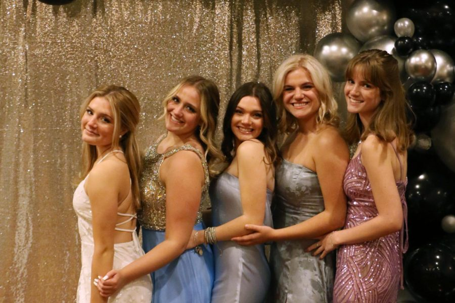 Mia+Castro%2C+Sarah+Kirchen%2C+Jase+Leonard%2C+Lainy+Lundvick%2C+and+Maddie+Wood+pose+at+Prom.